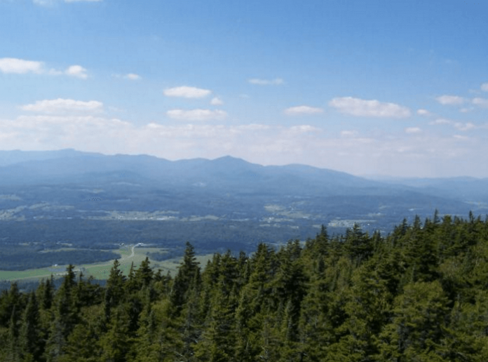 Cheap Vermont vacation lodging & golf package Stratton Mountains Black Bear Lodge