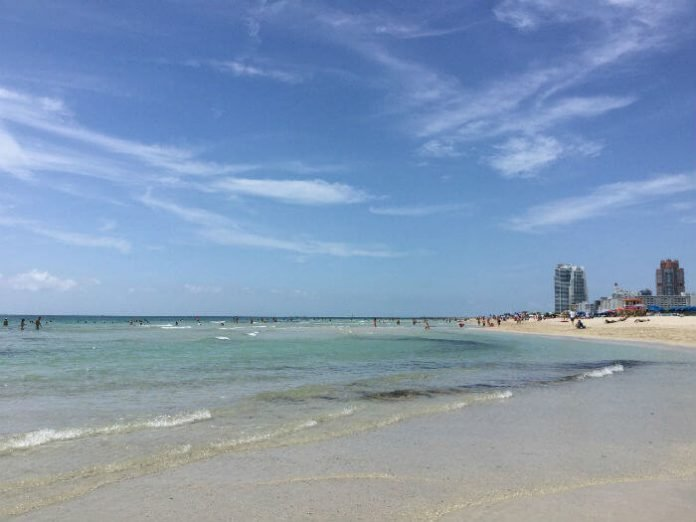 Discounted Miami beach resort Fontainebleau Hotel savings