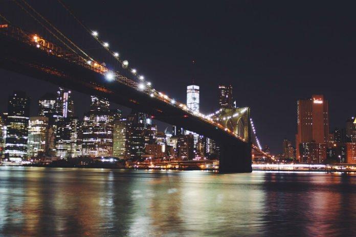 Hudson River Dinner Cruise Savings New York City Manhattan Trip Deal