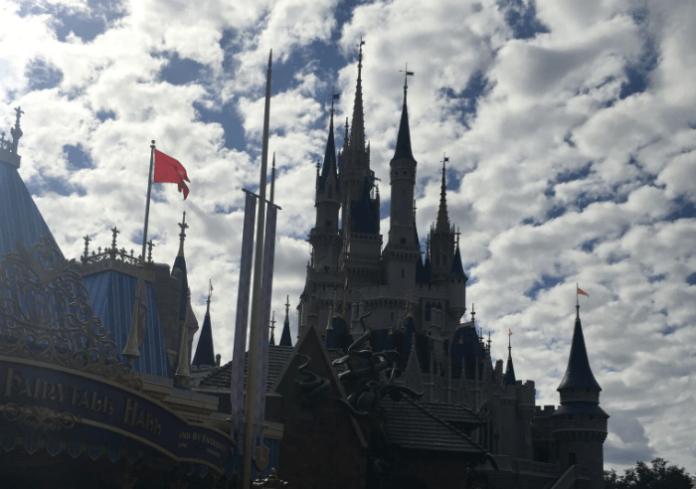 Discount rate at Orlando hotel Westgate free transportation to Disney World near Universal Sea World