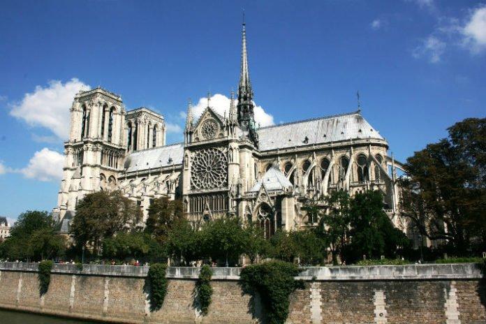 Tour Paris France at a discount savings on Europe trip