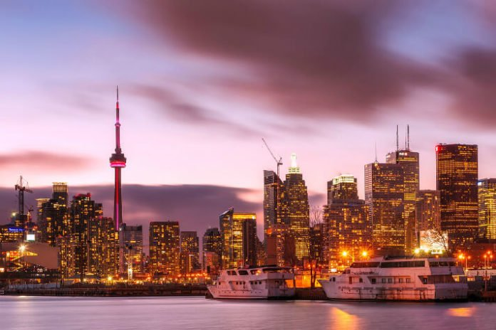 Toronto hotel deals save money on Ontario Canada trip