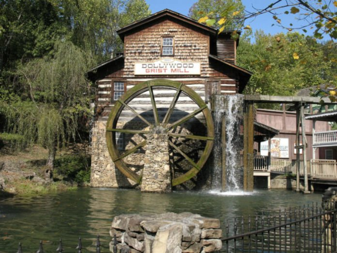 La Quinta Inn Pigeon Forge vacation packages savings for Dollywood Dixie Stampede Titanic Museum