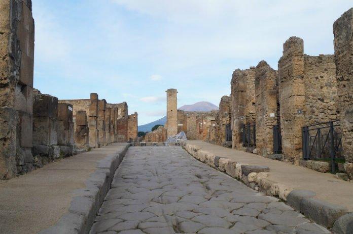 Free 8 day Italy tour see Rome Naples Pompeii