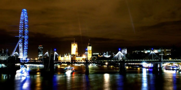 London England hotel deals savings Radisson Blu Diplomat Reem ME London