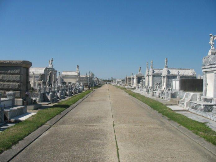New Orleans garden cemetery historic landmark monument celebrity home tour savings
