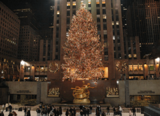 New York holiday lights tour save money see Rockefeller Christmas tree