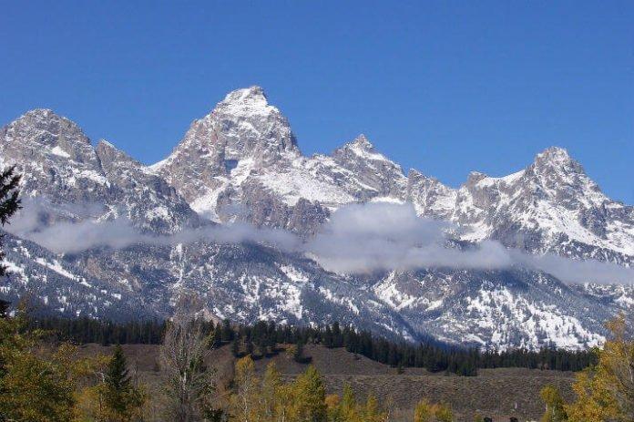 Parkway Inn of Jackson Hole ski vacation deals savings for Wyoming ski trip