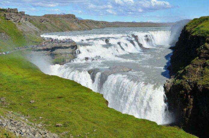 Save money on Iceland day trip from Reykjavik to Golden Circle Thingvellir Keno Geysir Gullfoss Waterfall