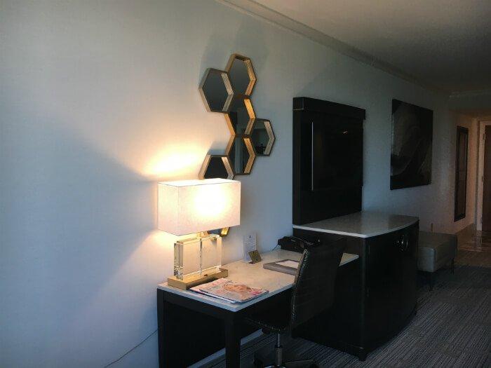 Grandover resort room desk mirror lamp