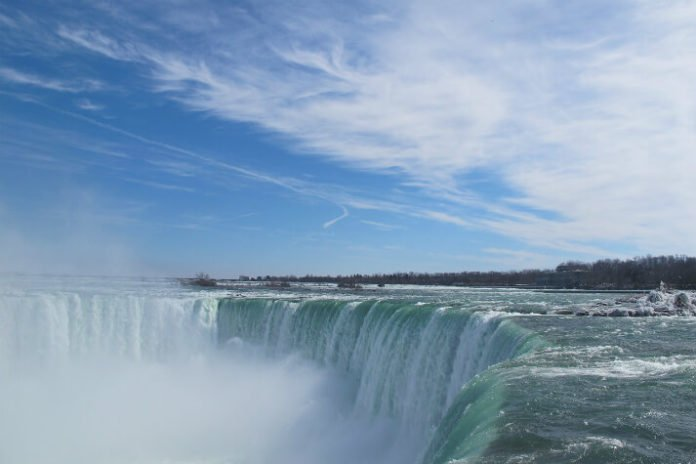 Discounted Best of America & Canada tour see NYC Philly Boston Toronto Niagara Falls