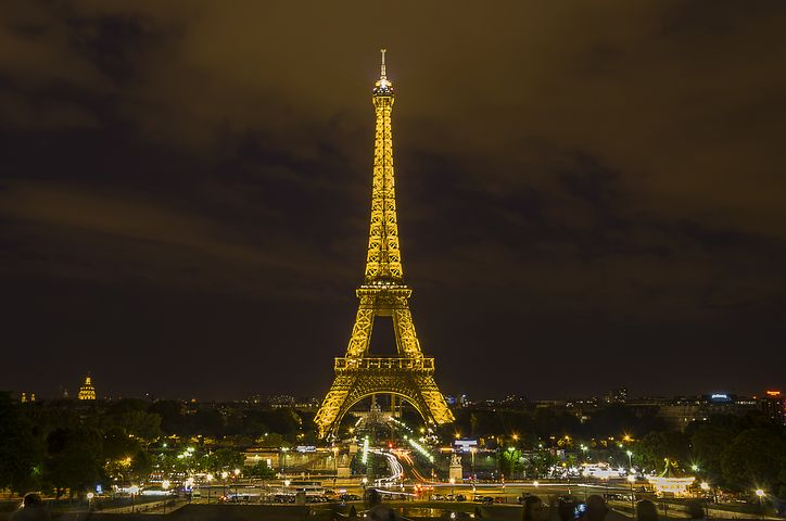 Deals On Roundtrip Flights From Chicago To Paris Green