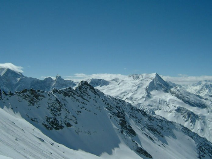French Alps Christmas skiing vacation 25% off includes ski snowboarding equipment pass hotel