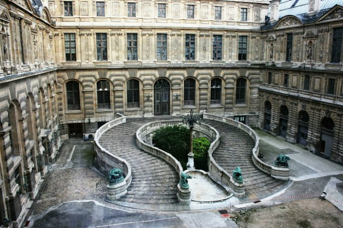20% off Louvre Museum tour in Paris France
