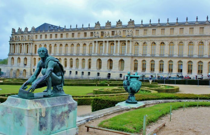 25% off Palace of Versailles tour Paris France trip savings