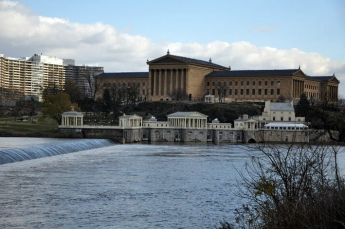 Save 70% on Philadelphia sightseeing • Franklin Footsteps Walking Tour art museum zoo aquarium