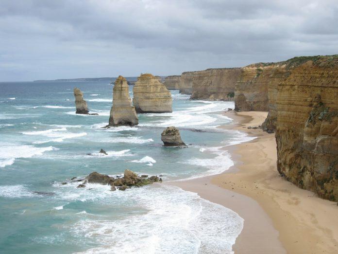 Great Ocean Road tour savings half off see Twelve Apostles Shipwreck Coast