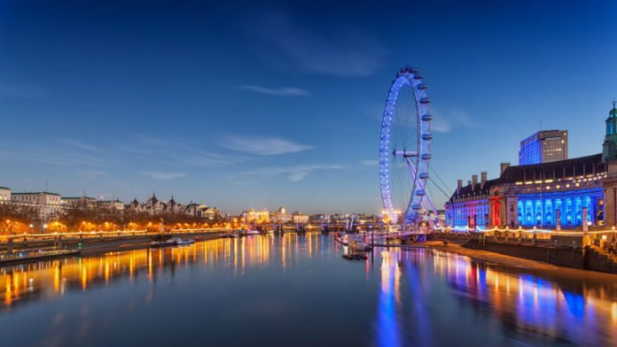 Cheap roundtrip flight from Chicago to London for under $400