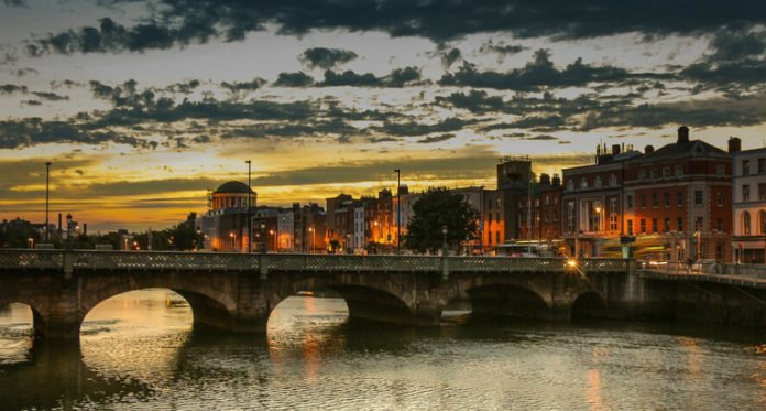 Cheap international flights from New York City area to Dublin, Shannon & Paris