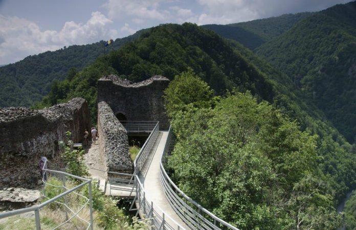 Discounted Dracula tour see Poenari old Transylvania