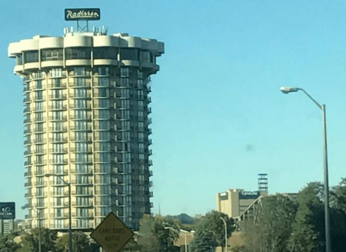 Radisson Cincinnati Riverfront hotel package deals with aquarium zoo