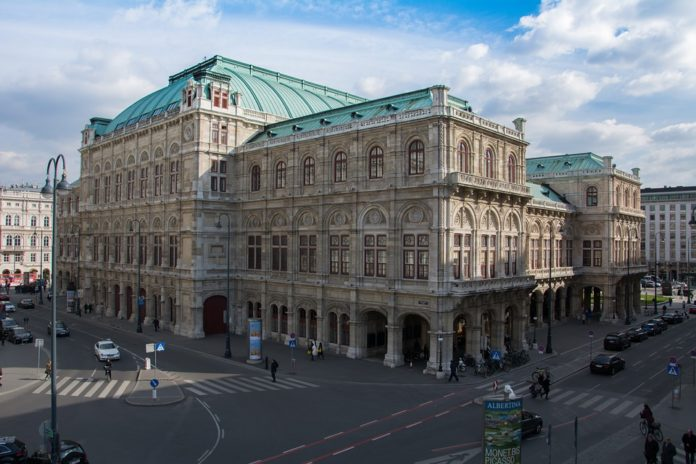 Save over 30% on Grand Hotel Wien in Vienna Austria