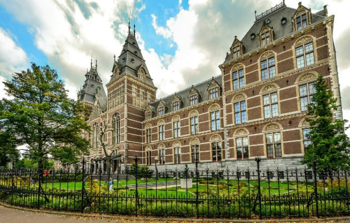 Save 25% off Room Mate Aitana near Canals of Amsterdam, Royal Palace, Anne Frank House, Rijksmuseum