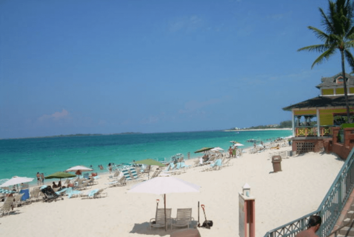 Save $300 on Atlantis Bahamas hotel & flight package deal