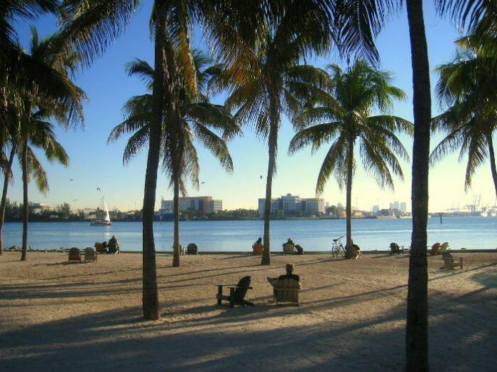 Cheap domestic & international flights to Orlando, Paris, London, Nassau, Miami, Vegas, LA