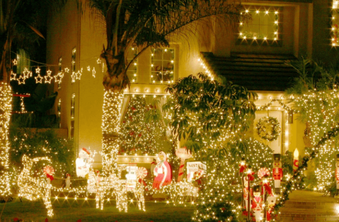 Save 25% off Newport Beach CHristmas Tour see decorated boats & bayfront estates