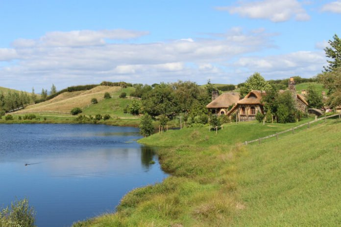 Save $312 on New Zealand tour see Hobbiton, Waitomo Glowworm Caves, Agrodome