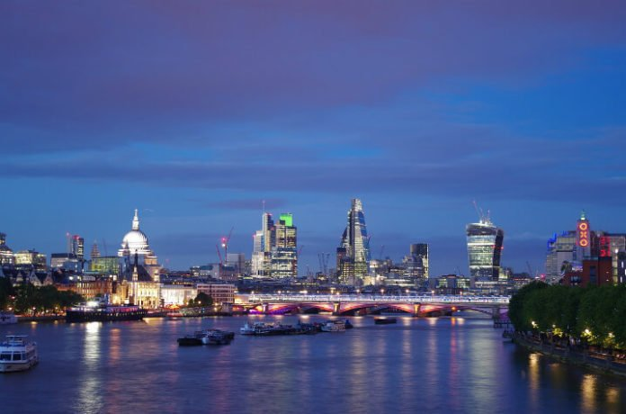 Save money on 4&5 star hotels Rosewood London, Plaza on the River, Grosvenor, Royal Garden, Harrington, 45 Park Lane