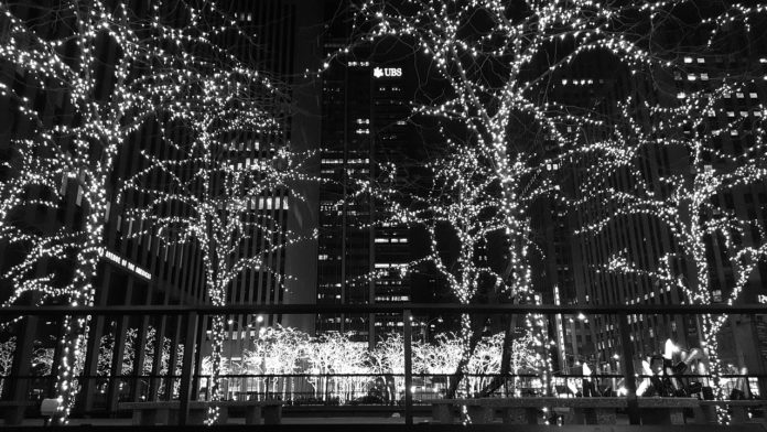 Ways to save money spending Christmas in NYC Christmas Spectacular Rockefeller Center CHristmas Tree hotel deals