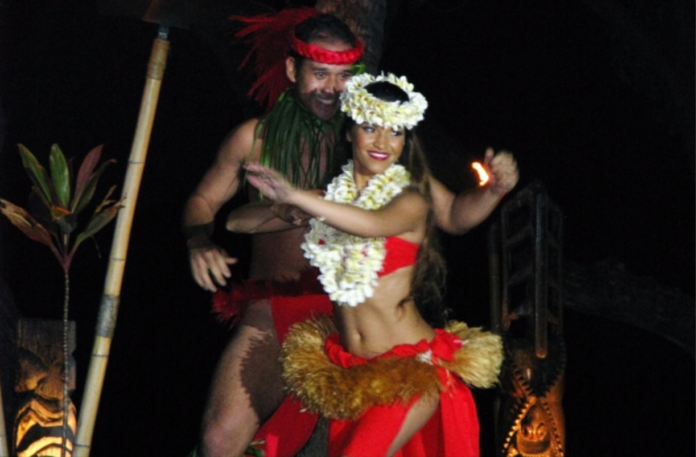 Save 13% off the cost of the Royal Kona Resort luau in Hawaii