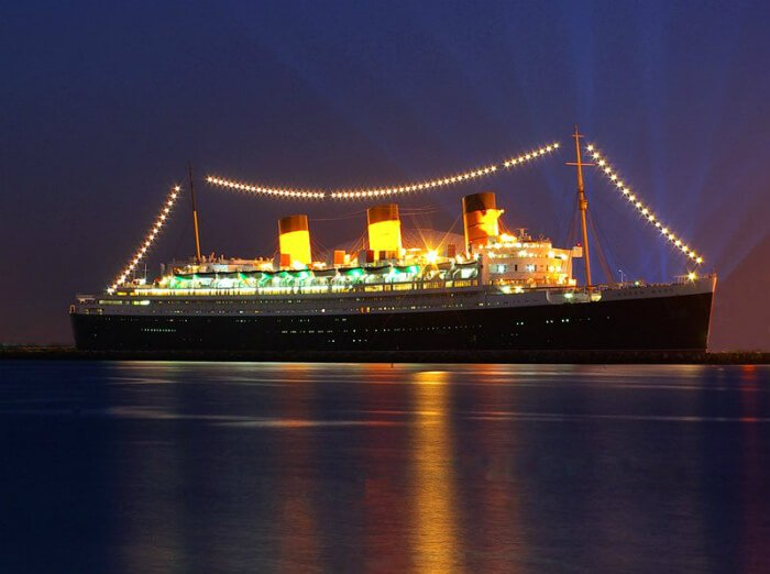 Save 40 on queen mary new year s eve party in long beach for Cheap cabin rentals southern california