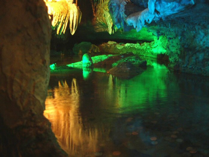 Discounted NY to Tennessee Christmas tour see Lookout Mountain Ruby Falls Luray Caverns Dixie Stampede Christmas Show