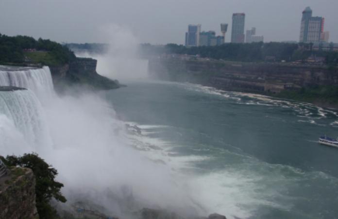 Embassy Suites Niagara Falls package deals dining & casino vouchers
