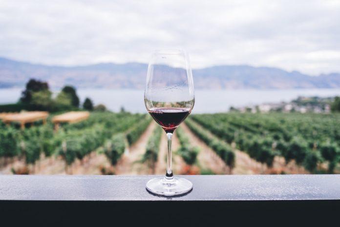 Okanagan Valley BC winery area hotel discount price Kelowna Canada
