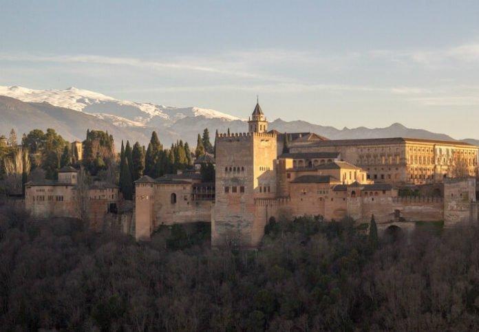Top 10 castles in the world in Beijing Bangkok Vienna Istanbul Paris London Okinawa St. Petersburg Granada