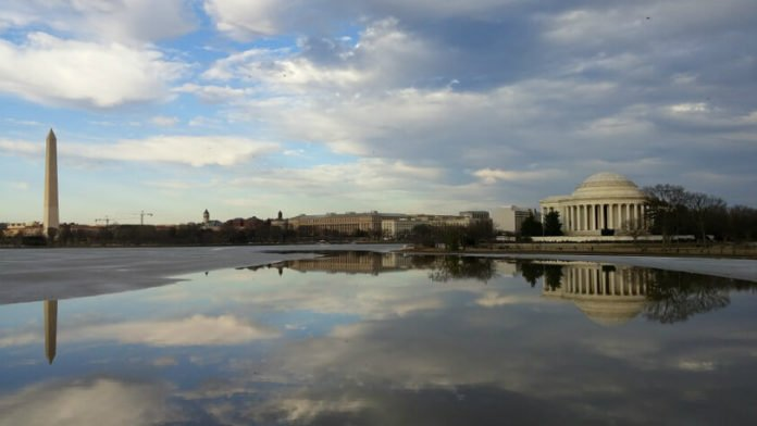 Discounted price for Potomac River dinner cruise Washington DC