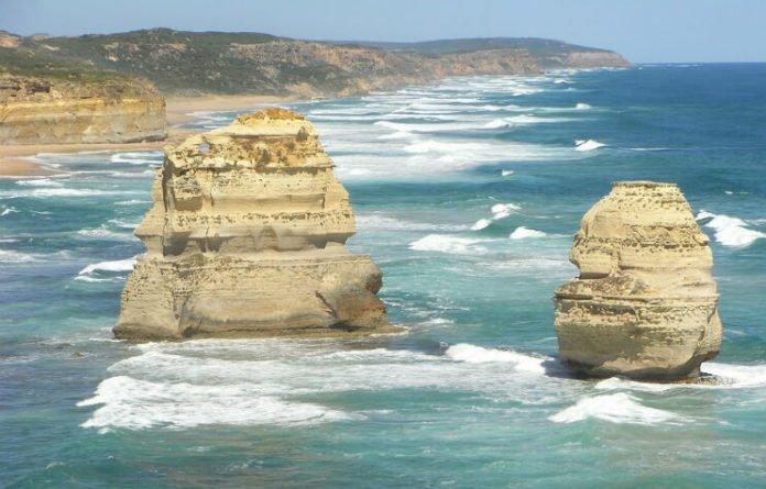 Great Ocean Road Australia tour see 12 Apostles koalas kangaroos 20% off