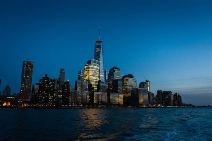 Discounted price for Valentine's dinner cruise on Hudson River Manhattan NYC