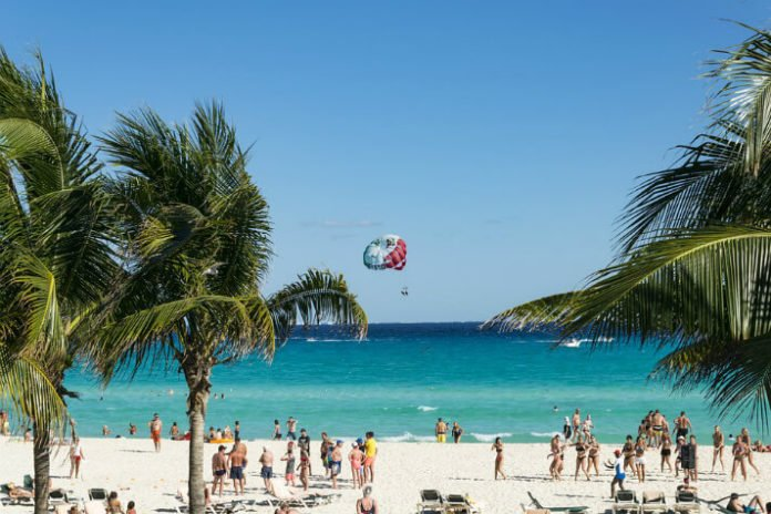 Flights from Dallas to Cancun hotel vacation packages Courtyard Sheraton Hampton Inn Tulipanes Krystal Grand