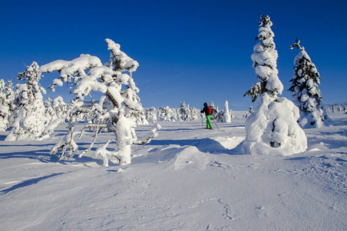 Top 10 Lapland ski-in ski-out resorts snowboarding holiday