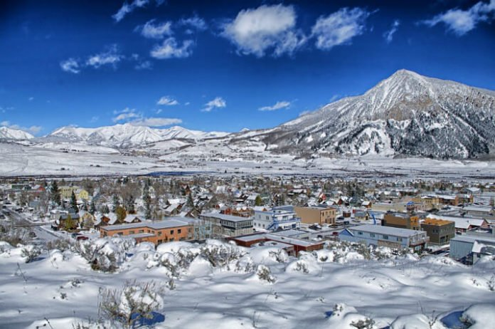 20% off Lodge at Mountaineer Square Crested Butte Colorado enjoy skiing snowboarding