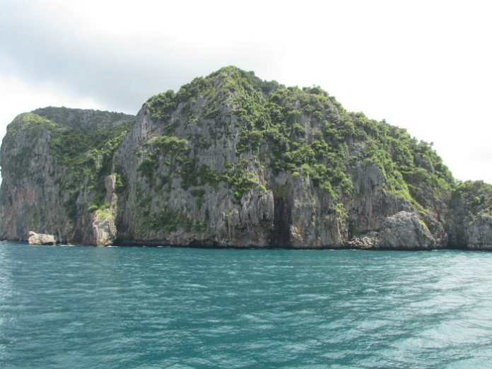 Save up to 61% on cruises out of Singapore to Malaysia Thailand