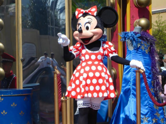 Save money on Disneyland Paris holiday with hotel discount prices & golf package deal