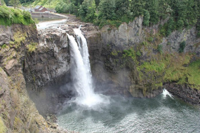 Discounted tour out of Seattle see SNoqualmie Falls Pike Place Market Boeing Factory