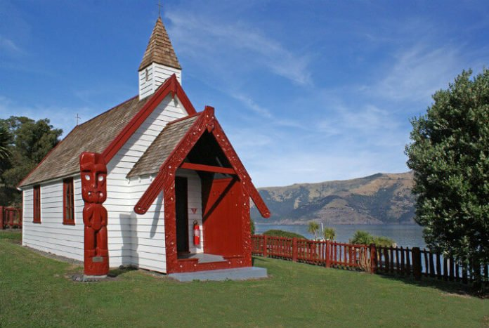 Top Akaroa New Zealand hotels swim with dolphins see penguins