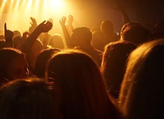 Discount tickets to Kaya Fest in San Bernardino stay at nearby Hilton Holiday Inn Fairfield La Quinta
